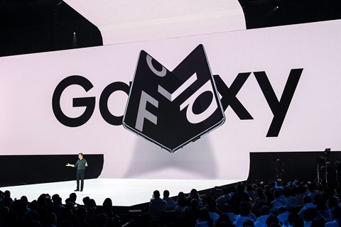 Samsung Galaxy Fold er tidligere blevet forsinket og trækkes nu hjem, efter problemer med skærmen.