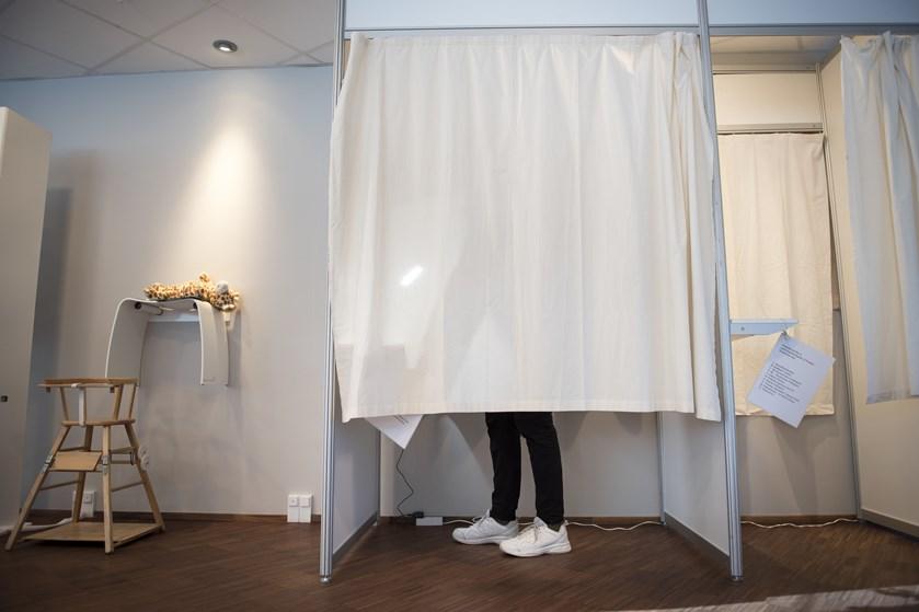 Valgforsker ser flere mulige problemer ved, at brevstemmeprocenten er steget ved de seneste folketingsvalg.