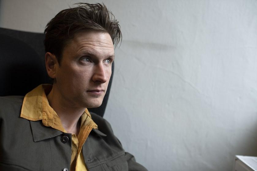 """Mikkel Boe Følsgaards rolle i Netflix-serien """"The Rain"""" er hård og barsk - meget modsat skuespilleren selv."""