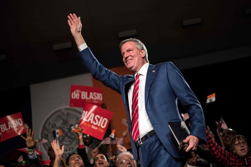 Bill de Blasio tilslutter sig et bredt felt af politikere, der vil være Demokraternes præsidentkandidat.