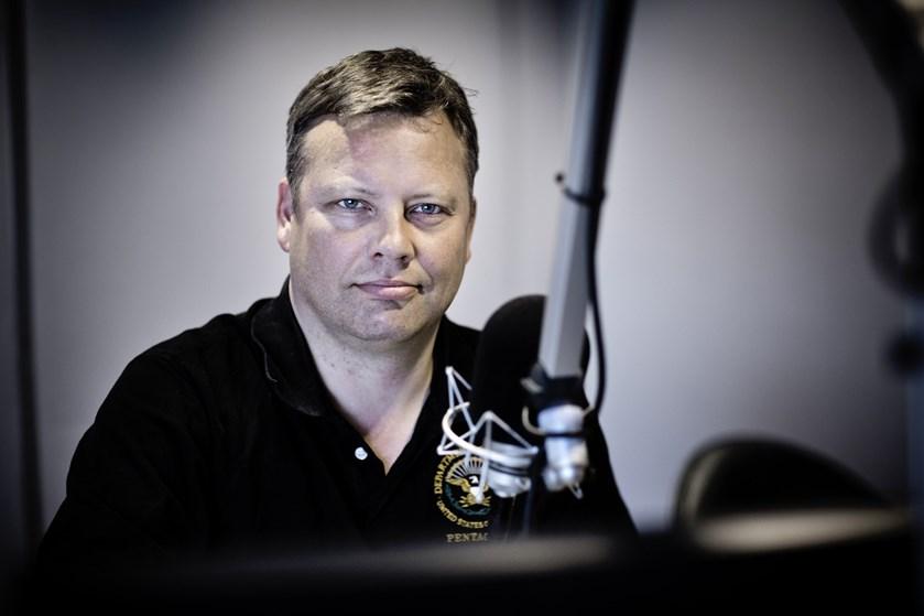 Med åbning for at gå i regering med Socialdemokratiet, forsøger Løkke at sikre vælgere, siger kommentator.