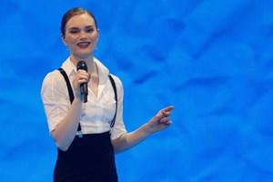 Om få timer er Eurovision-eventyret slut for den danske sangerinde. Det ærgrer hende.