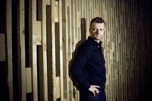Komiker og skuespiller Frank Hvam opfordrer i video på Facebook vælgere til at stemme til EU-parlamentsvalg.