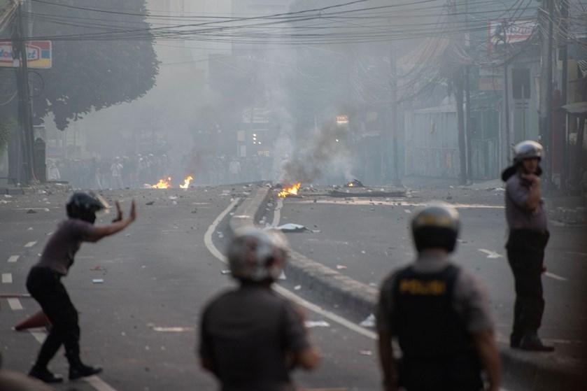 200 mennesker er såret under uroligheder i Jakarta kort efter offentliggørelsen af indonesisk valgresultat.