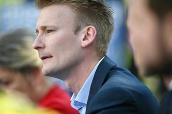 Dansk Folkeparti står til at blive halveret ved valget til Europa-Parlamentet, hvor pengesag fortsat lurer.
