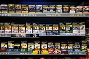 Alle tobaksproducenter skal forpligtes til at sælge cigaretter fra ens pakker uden logo og i samme farve.