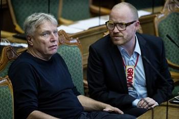 For første gang stiller Alternativet op til et EP-valg. Uffe Elbæk satte sit kryds med blandede følelser.