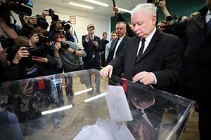 Regeringspartiet Lov- og Retfærdighedspartiet, der tidligere har haft store opgør med EU, sejrer i Polen.