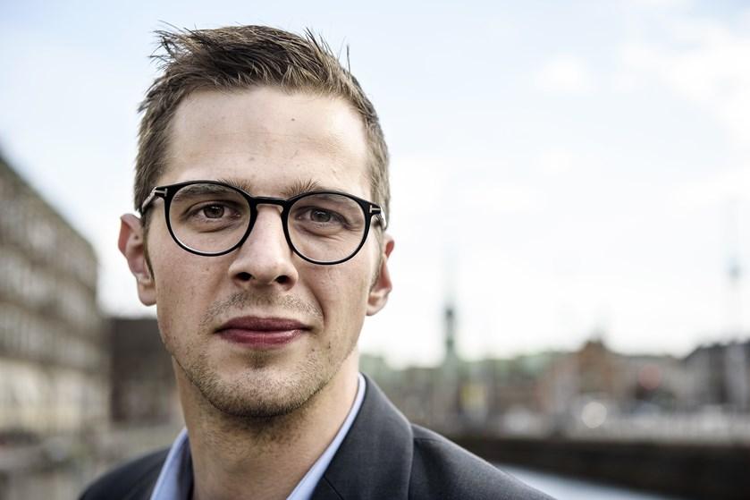 Opgaven for den nye LA-leder, Alex Vanopslagh, bliver at holde partiet i Folketinget, siger politisk redaktør.