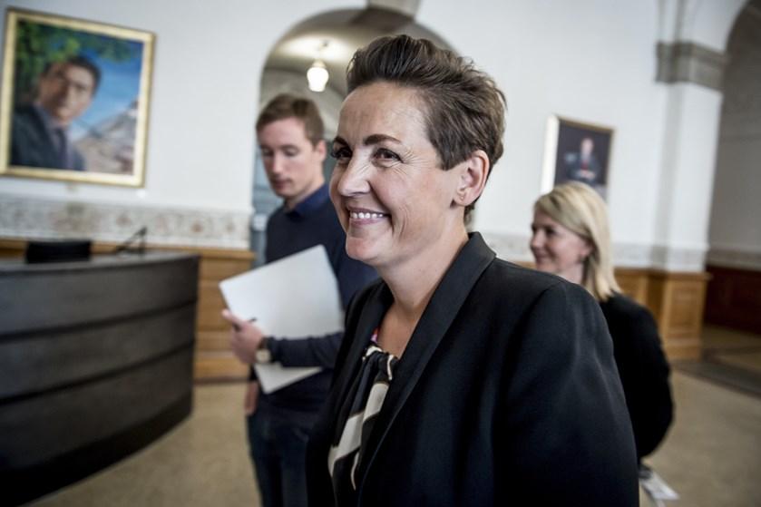 Mette Frederiksen kommer under pres for at sætte ydelserne til udlændinge op, varsler melding fra SF-formand.
