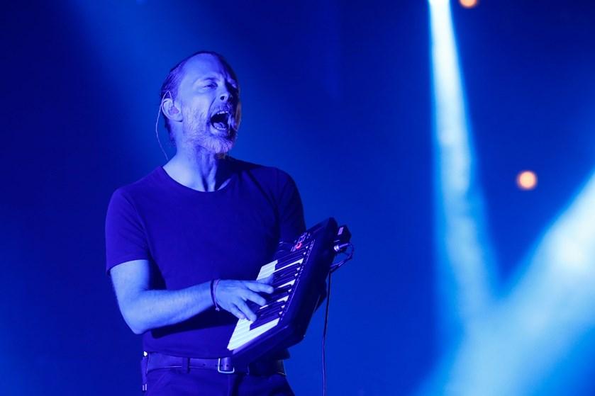 Hackere har stjålet musik fra Radiohead og kræver løsesum. Bandet svarer igen med at lægge musikken på nettet.