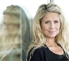 Danserinden Karina Frimodt blev overrasket, da hendes kæreste faldt på knæ på ferien.