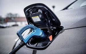 Omkring 0,72 procent af alle biler i Danmark er el-, brint eller pluginhybrid-biler i Danmark.