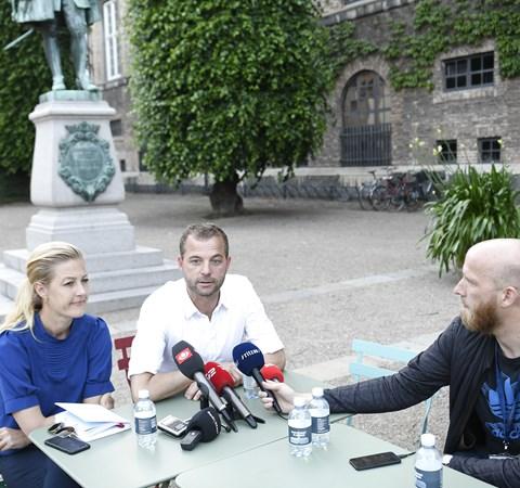 En bastant Morten Østergaard (R) svarede onsdag aften på spørgsmål efter opbrud i regeringsforhandlinger.