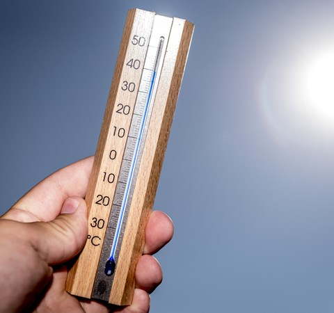 Forældre skal tage ansvar og undgå solskoldning hos deres børn. Det kan udvikle sig til kræft, mener ekspert.