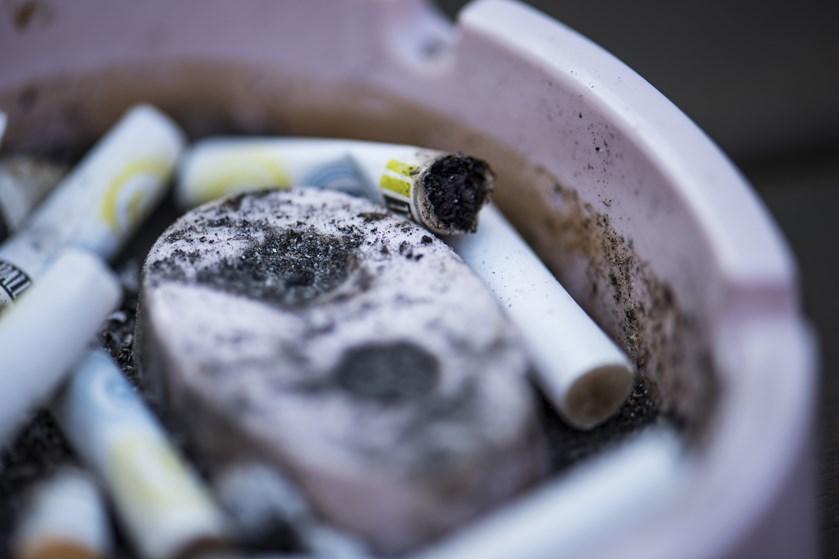 Efter nogle års stilstand er antallet af solgte cigaretter sidste år faldet til et historisk lavt niveau.
