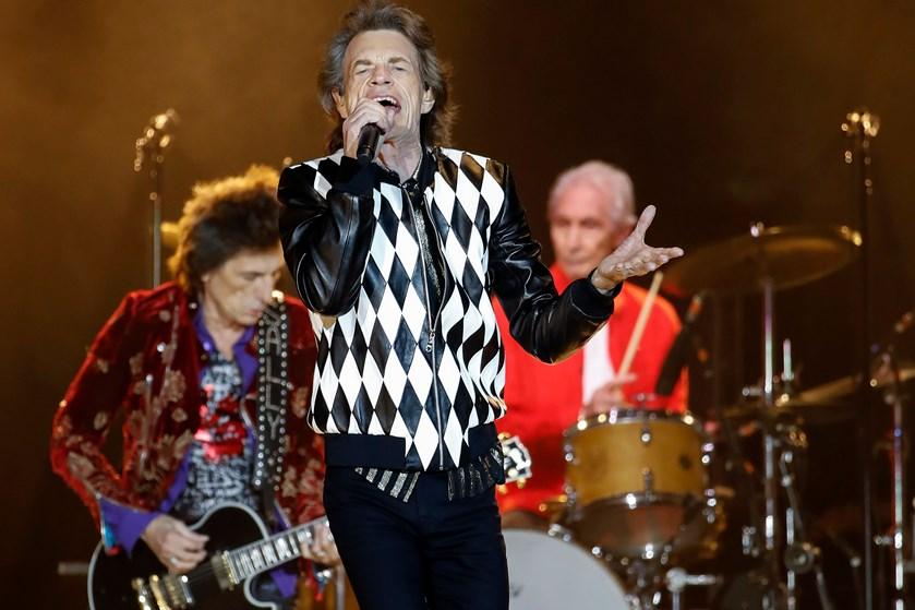 Rolling Stones måtte udsætte turné af hensyn til Jaggers helbred. Natten til lørdag vendte bandet tilbage.