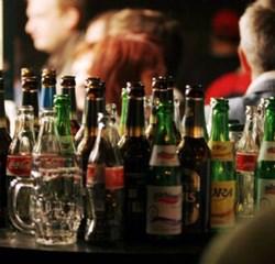 Vidensråd foreslår stop for salg af hård spiritus til gymnasiefester og vil hæve aldersgrænsen for alkohol.