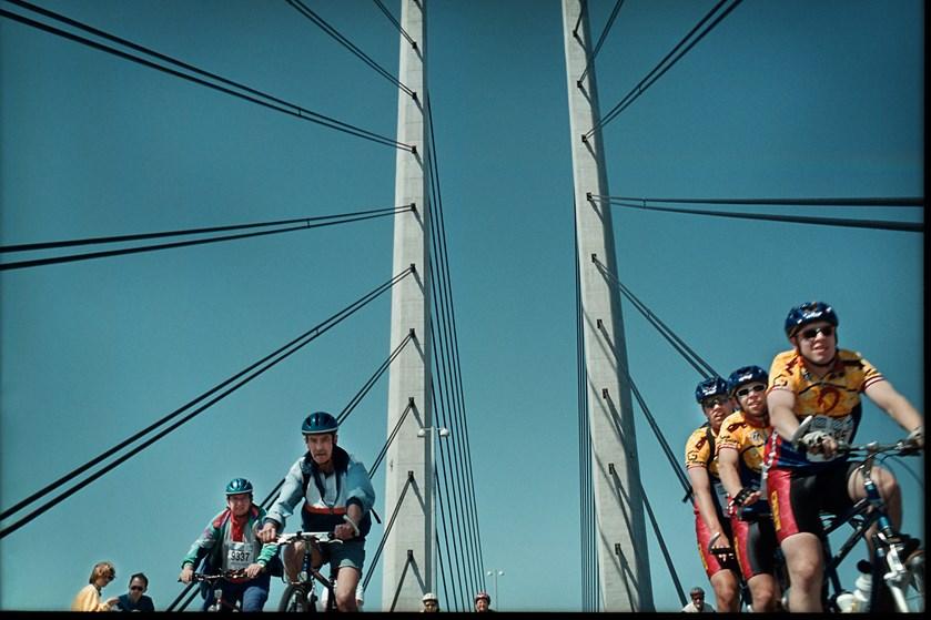 Løbsarrangementer skal igen være tilladt på broen mellem Danmark og Sverige, mener svensk regionsrådsformand.