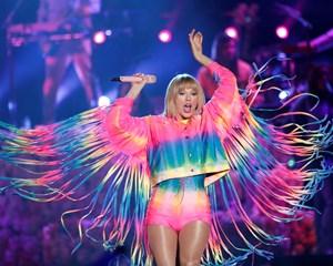 Den amerikanske sanger Taylor Swift slår både Lionel Messi og Kylie Jenner som den bedst betalte kendis.