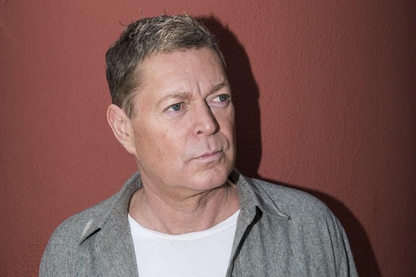 Den garvede skuespiller og komiker skal stå i spidsen for uddelingen af Svend Prisen den 28. august.