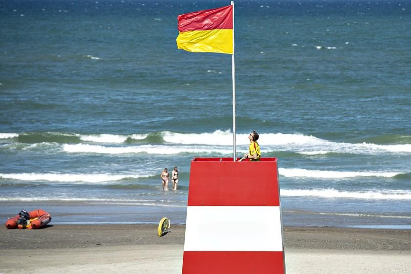 Det kan blive koldt at hoppe i vandet i Vesterhavet denne weekend. Pålandsvind lægger varmen på køl.