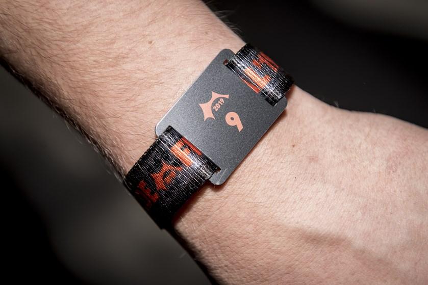 Roskilde Festival har ved en fejl hævet penge på 3085 festivalgæsters konti i stedet for at indbetale penge.