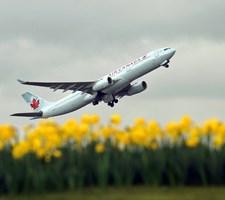 Sommertrafikken i Europas travleste lufthavn, Heathrow, trues af en mulig strejke blandt 4000 ansatte.