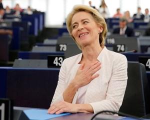 Den tyske forsvarsminister, Ursula von der Leyen, vandt Europa-Parlamentets godkendelse med absolut flertal.