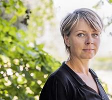 """Lene Maria Christensen spiller med i den nye DR-serie """"Fred til lands"""", og det har krævet nye metoder."""