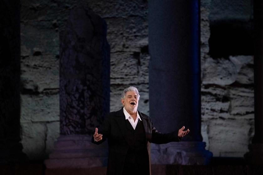 Ufrivillige kys og upassende berøringer er blandt de beskyldninger, som møder operastjernen Plácido Domingo.