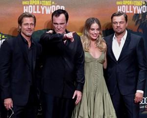 """Funklende og fornøjelig, lyder det fra Politikens anmelder om Tarantinos """"Once Upon a Time ... in Hollywood""""."""