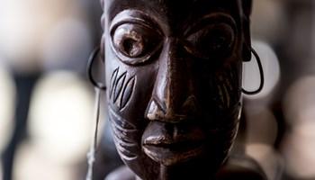 Fredag eftermiddag kommer 900 genstande fra prins Henriks kunstsamling på eftersyn hos Bruun Rasmussen.