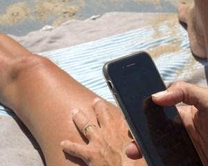 Danskere tager deres digitale vaner med på ferie. Dataforbruget er højere end nogensinde før, viser nye tal.