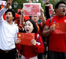 Kina står bag kampagne, der bevidst spreder politisk uorden i Hongkong, skriver Twitter på blog.