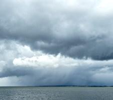 Mandag og tirsdag kan der komme byger med hagl og torden. Anderledes sommerligt ser det dog ud sidst på ugen.