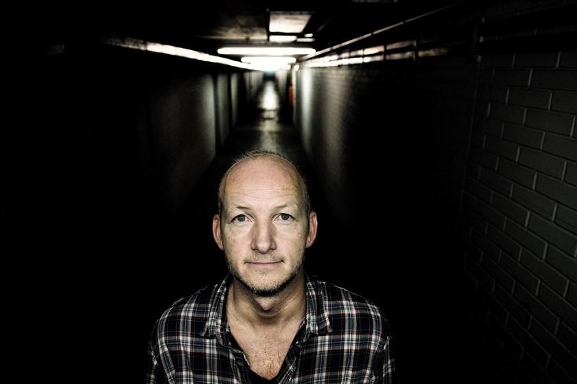 """Søren Sveistrups debutroman, """"Kastanjemanden"""", bliver lavet til en Netflix-serie."""