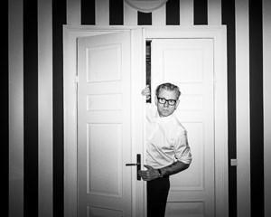 Den danske komiker ynder at spille mere selvfede udgaver af sig selv, men det er ikke altid uden konsekvenser.