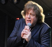"""Eddie Money er blandt andet kendt for """"Two Tickets to Paradise"""", """"Baby Hold On"""" og """"Take Me Home Tonight""""."""