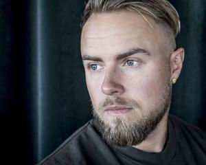 Den danske tv- og radiovært Peter Falktoft kan nu kalde Anna Frank Møller Hvidkjær for sin hustru.