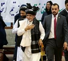 I alt 48 mennesker har mistet livet i to forskellige angreb i Afghanistan. Taliban tager skylden for begge.