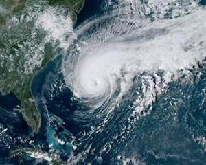 Humberto, der har retning mod øgruppen Bermuda, er tiltaget i styrke og opjusteres til en kategori 3-orkan.