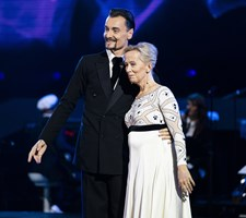 """Den første nydanser og partner er elimineret i """"Vild med dans"""". Nu er der 11 par tilbage."""