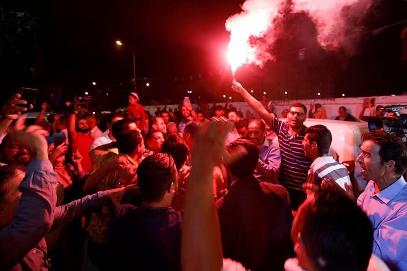 Valgstedsmåling gør Ennahda til største parti i Tunesien. Men uvist, hvem der kan danne regering.