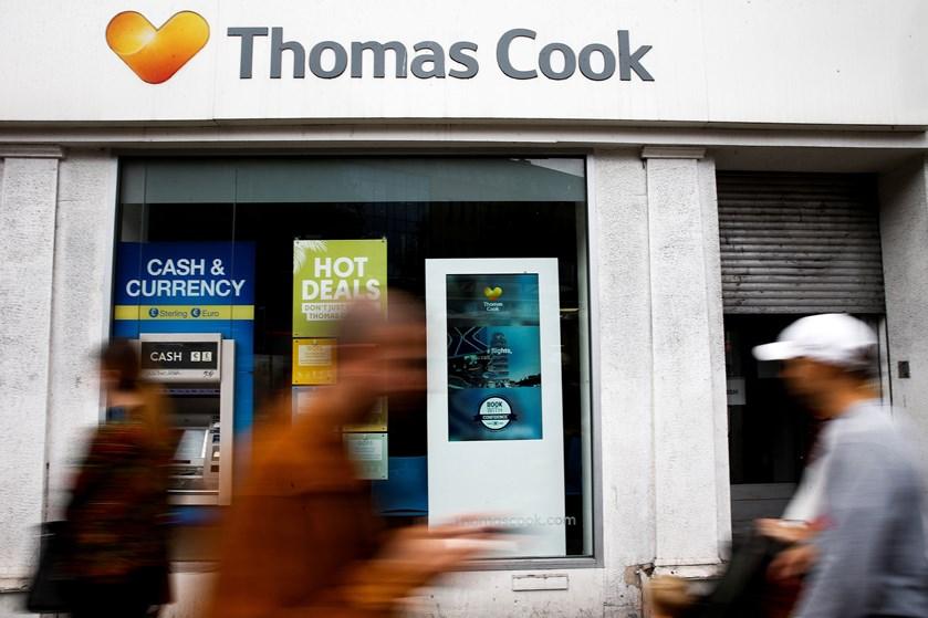 Rejseselskabet Hays Travel har overtaget 555 britiske kontorer fra Thomas Cook og vil genansætte flere folk.