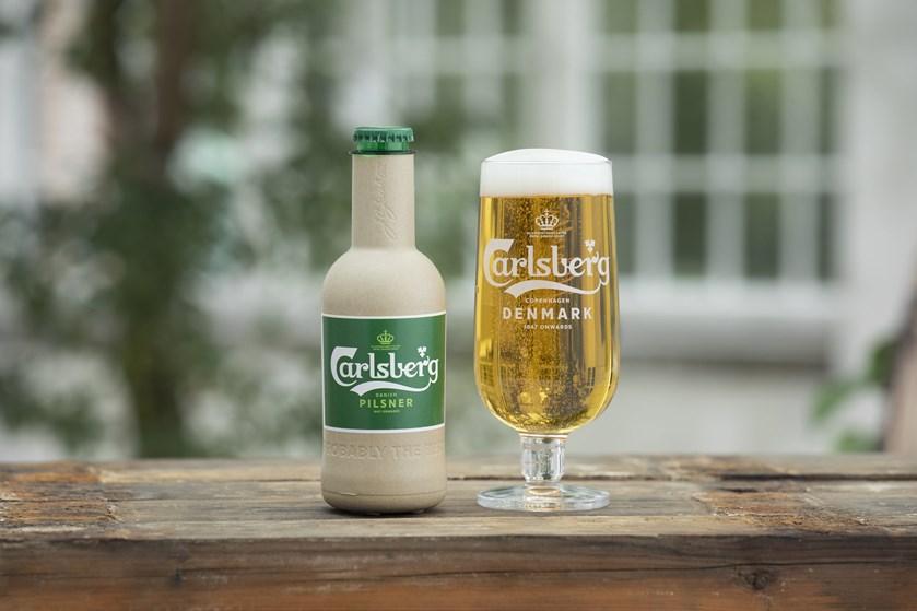 Med to prototyper og nyt partnerskab er Carlsberg tættere på at kunne sælge ølflasker lavet af papir.
