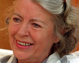 Ida From, der sammen med sin mand Bent From, gennem årtier var storleverandør af sange og revytekster, er død.