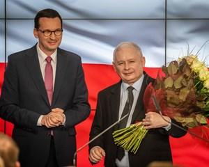 Tidligere premierminister Jaroslaw Kaczynskis PiS-parti vinder valg, men får svært ved at regere.