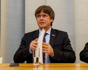 Efter uro i Spanien har den catalanske eksleder Carles Puigdemont overgivet sig til belgiske myndigheder.