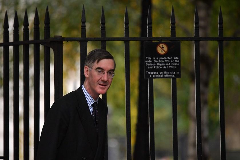 Konservativ parlamentsformand korrigerer udtalelser om, at det var sund fornuft at forlade brændende bygning.